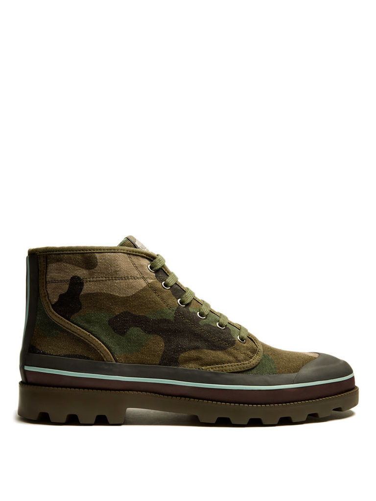 Camouflage-print canvas boots