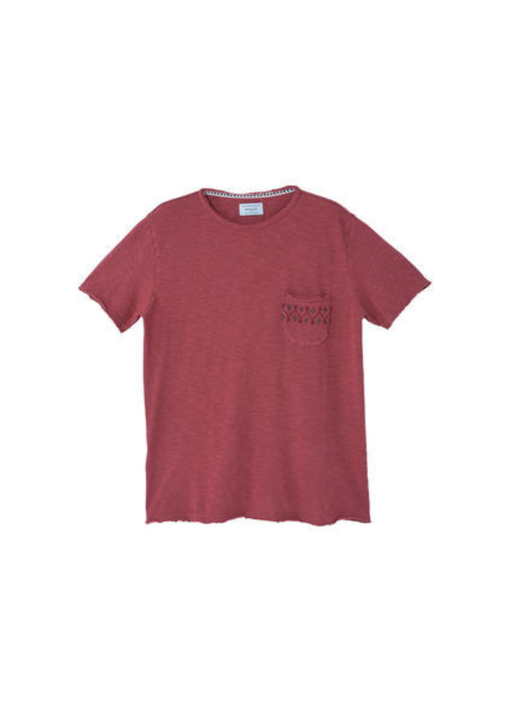 Decorative embroidery t-shirt