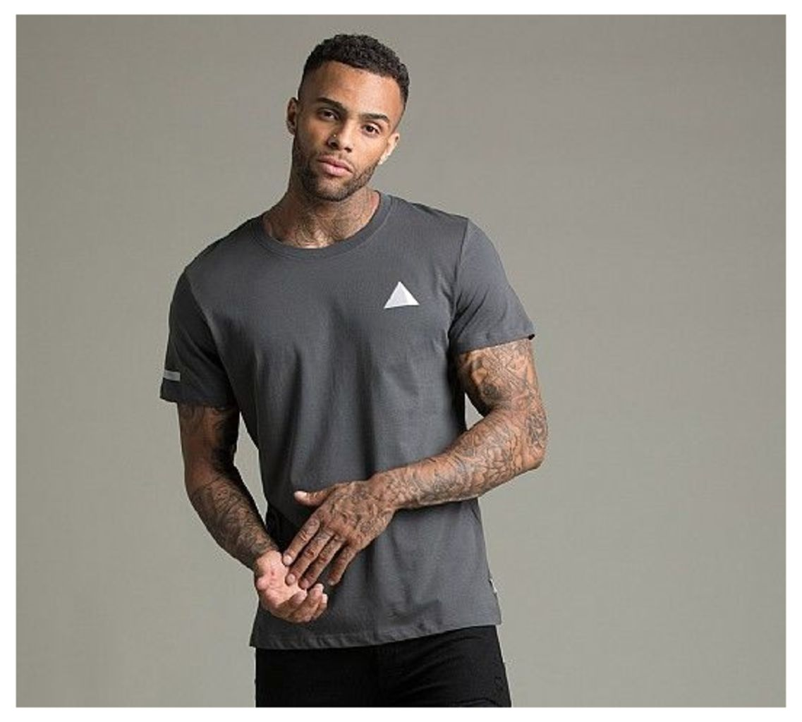 Tuma Graphic T-Shirt