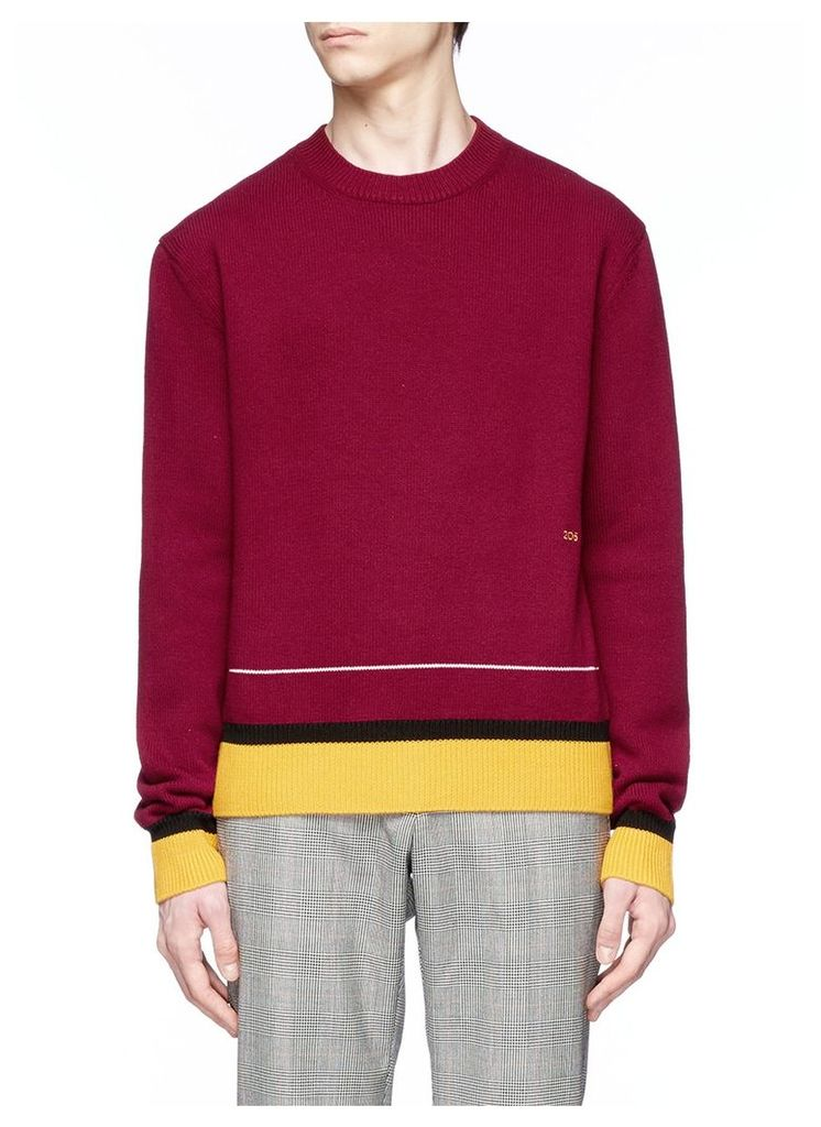 Contrast finishing sweater